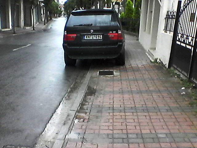 Είμαι γάιδαρος παρκάρω όπου θέλω