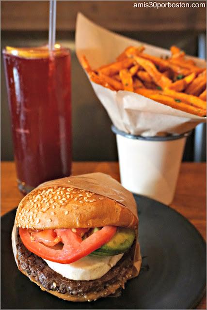 Hamburguesa, Patatas y Refresco en Roam Artisan Burgers en San Francisco