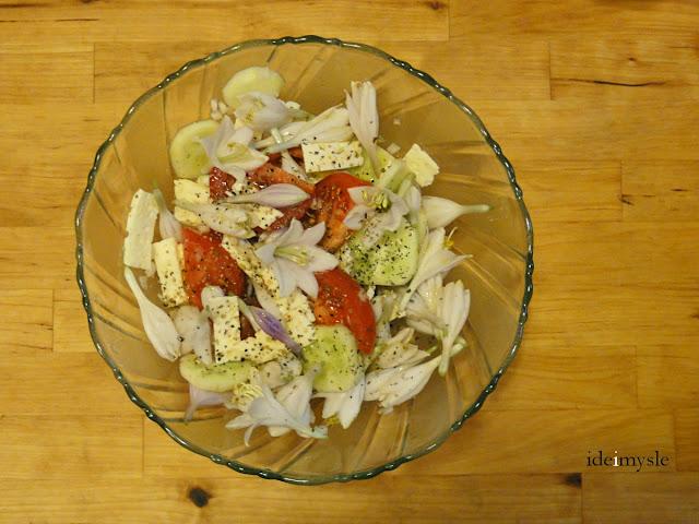 funkia przepis, hosta przepis, jadalne rośliny ogrodowe, kwiatowa sałatka, hosta flowers recipe, edible flowers