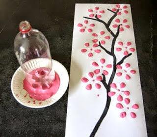 Kerajinan Tangan Berupa Lukisan Bunga Sakura dari Botol Bekas Coca-Cola