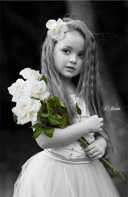 صور اطفال مع ورد