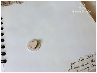 serce ze sklejki wycinanka manumania, papiery z napisami literkami scrapbooking