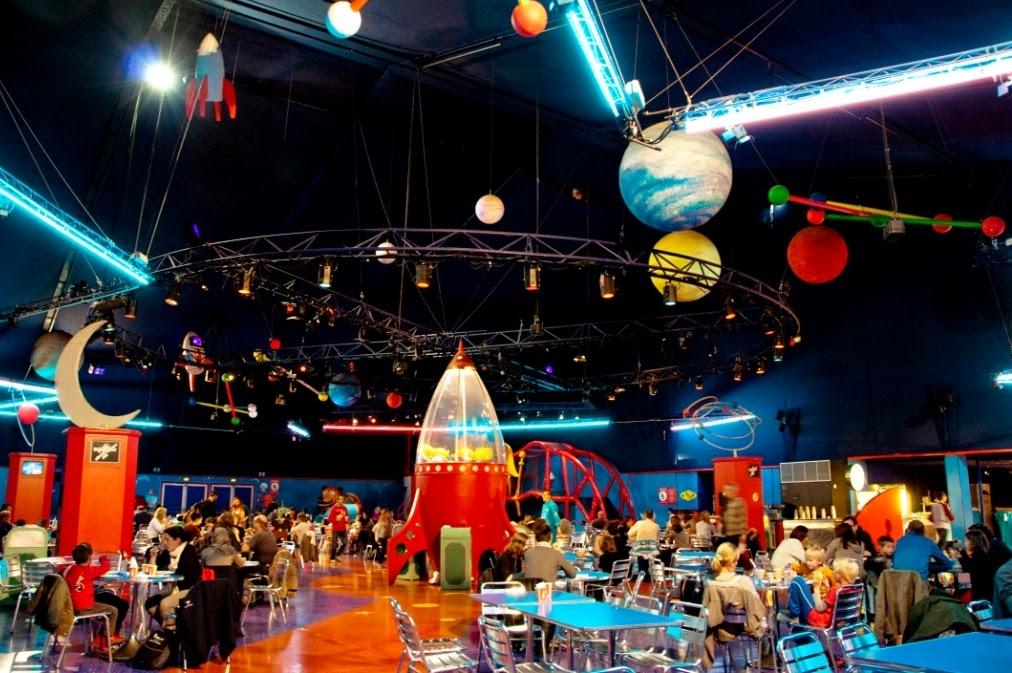 disneyland opinie, disneyland atrakcje, disneyland czy warto, wakacje z dzieckiem, podróże z dzieckiem, globtroterek, park rozrywki z dzieckiem