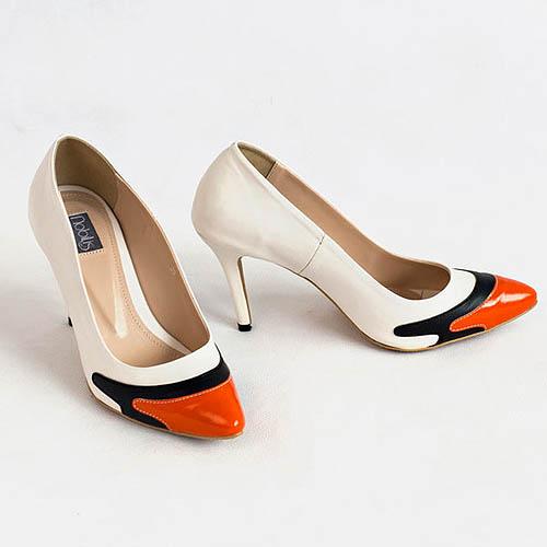 High heels berkarakter dengan tinggi 9 Cm