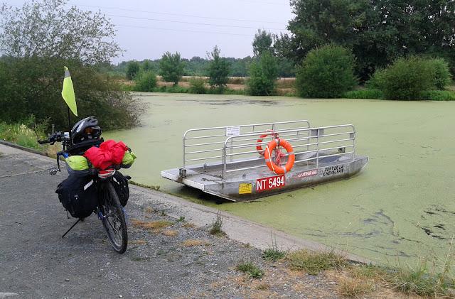 De Paris à Angers par la Loire à vélo, le bac