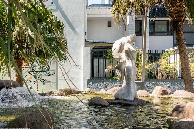 """Escultura """"Vênus Curitibana"""" na Praça Didi Caillet"""