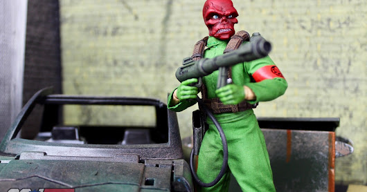 Mezco Toyz One:12 NYCC Exclusive Marvel Red Skull Figure Review