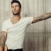 """Adam Levine tá todo melancólico, na linda balada """"Go Now"""", para o filme """"Sing Street"""""""