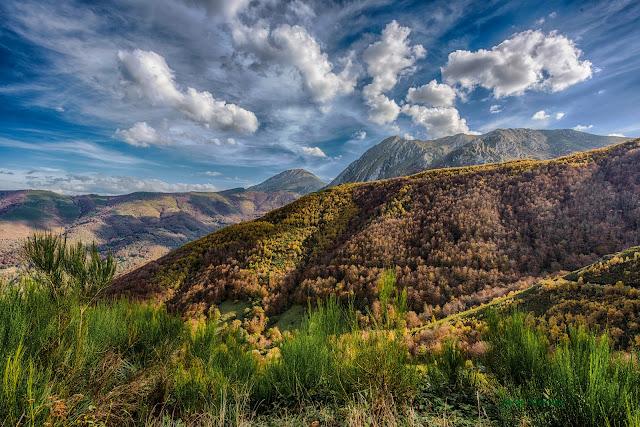 Vista general desde braña de Fonfria paisaje naturaleza asturiana Parque Natural Ubiñas-Mesa