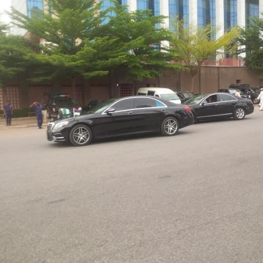 buhari left mosque convoy