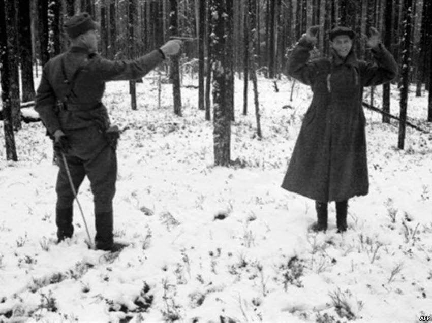Espía ruso riendo durante su ejecución en Finlandia de 1942