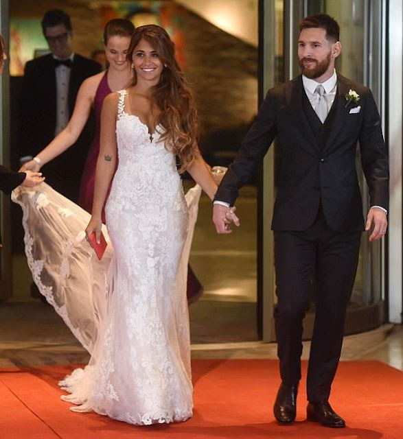 Lionel Messi and Antonella Roccuzzo walking hand in hand after their vows