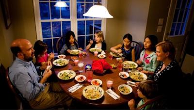 http://www.pusatmedik.org/2016/09/beberapa-manfaat-yang-anda-dapatkan-untuk-kesehatan-si-kecil-jika-makan-malam-bersama.html