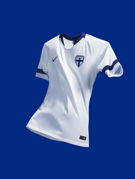 de25fbed2aca1d Per il 2018, la squadra nazionale finlandese indosserà un kit casalingo  soprannominato Lethal Winter - bianco dalla testa ai piedi accentato da  gelide ...