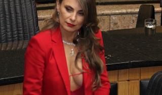Η βουλευτίνα με το πλoύσιο μπoύστο που προκαλεί αντιδράσεις με τις εμφανίσεις της στα έδρανα (Photos)