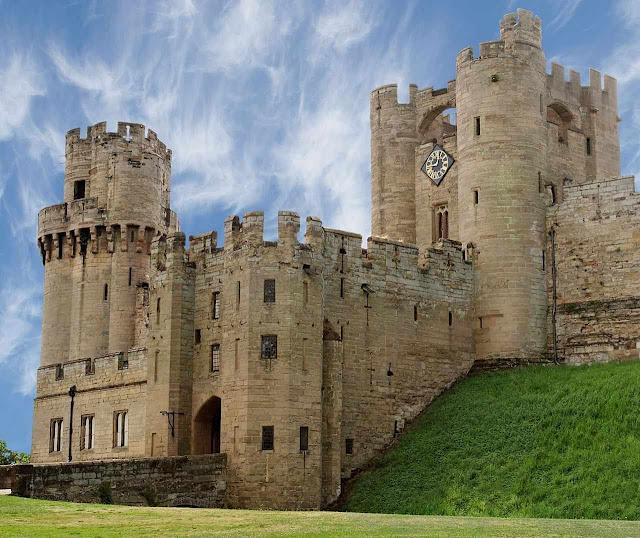 Warwick: imensa fortaleza, parte em ruínas, parte refeita no estilo Belle Époque