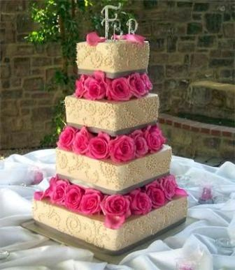 wedding cake with flowers in between layers wedding cake flowers layers living 26882