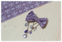 broche nœud violet Alice au Pays des Merveilles