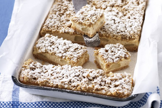 Apple Crumble Cheesecake Slice