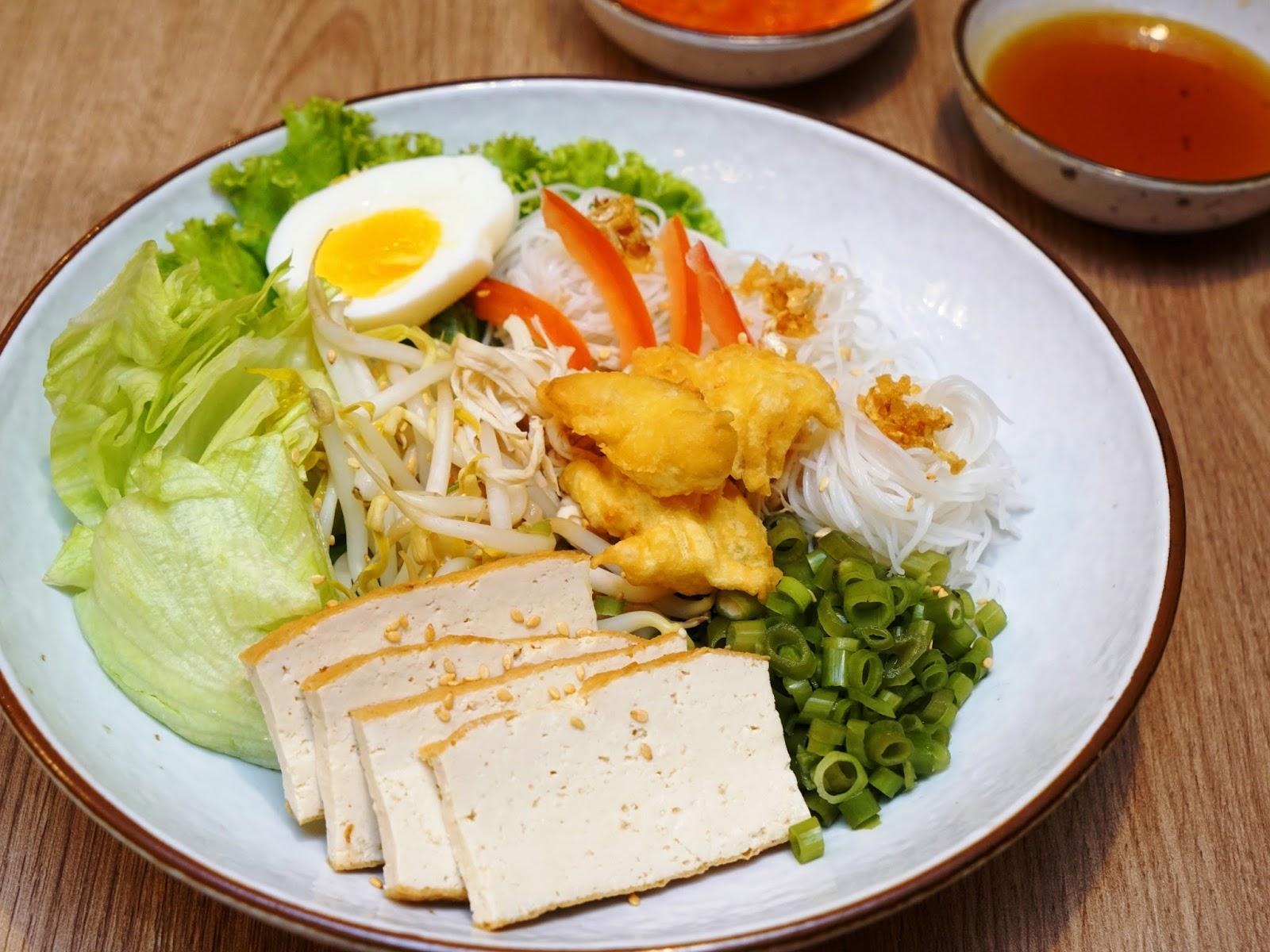 Pinkypiggu Basil Thai Kitchen Paragon Orchard Affordable Delicious Thai Food In Beautiful Garden Setting