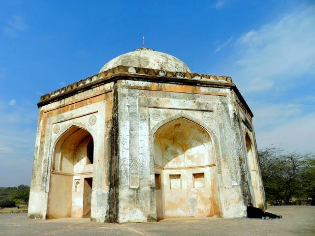 Tomb of Quli Khan or Metcalfe's Dilkusha