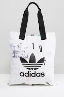 http://www.asos.fr/adidas/adidas-originals-cabas-a-imprime-affiches/prd/7570275?iid=7570275&clr=Multicolore&SearchQuery=&cid=5906&pgesize=36&pge=2&totalstyles=466&gridsize=3&gridrow=5&gridcolumn=1