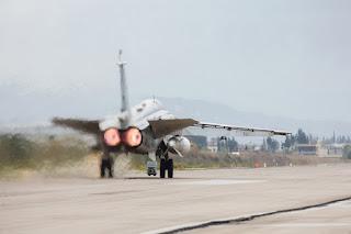 Pertama Kali Dalam Sejarah Pesawat Tempur Rusia dan Turki Bersatu Bombardir ISIS di Suriah - Commando