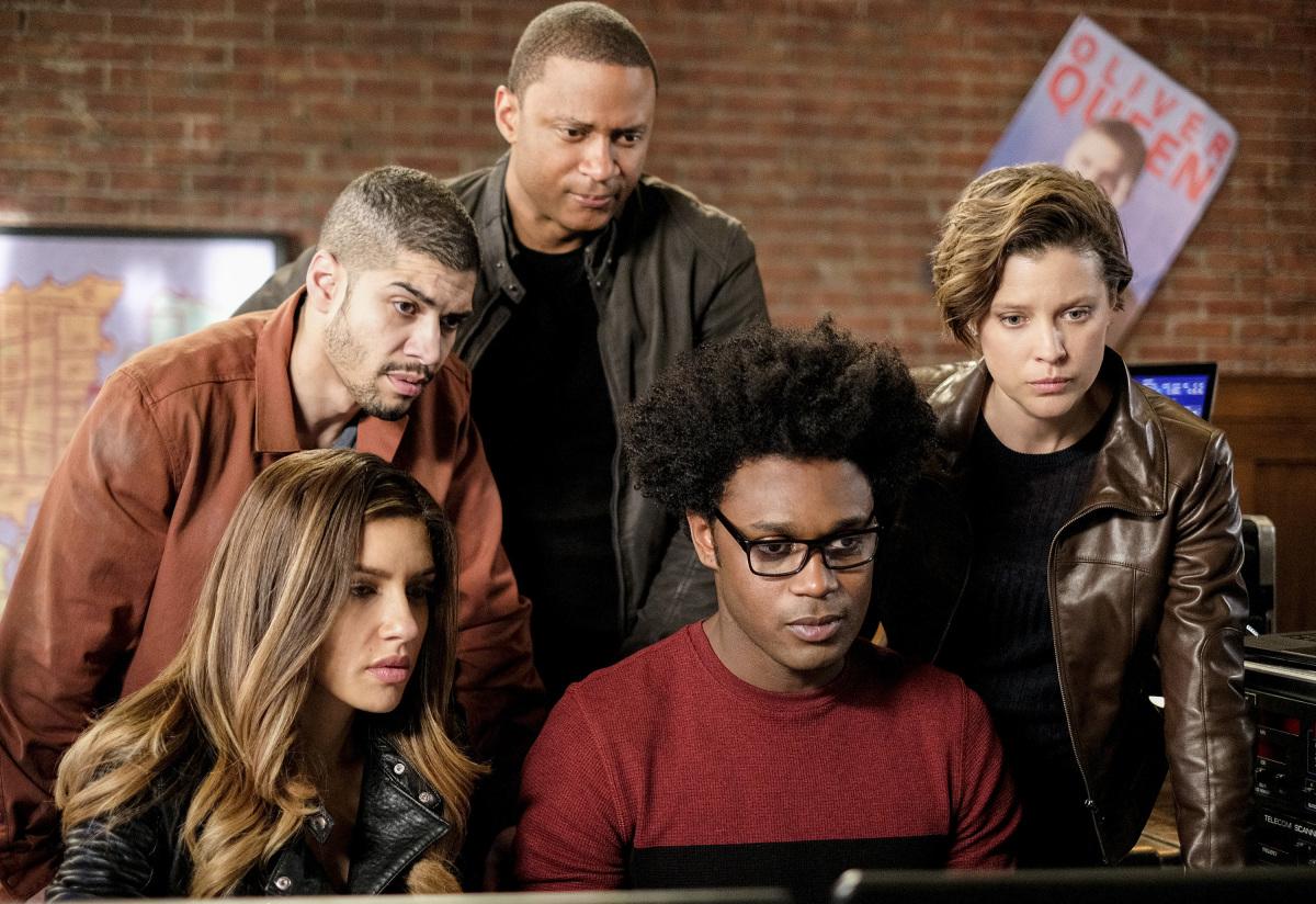 El Team Arrow reunido en una escena de Arrow