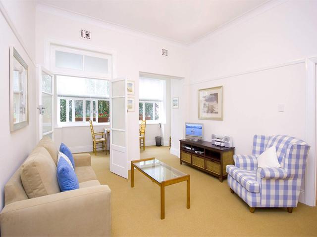 Simple Living Room Ideas: Simple Living Room Interior Design