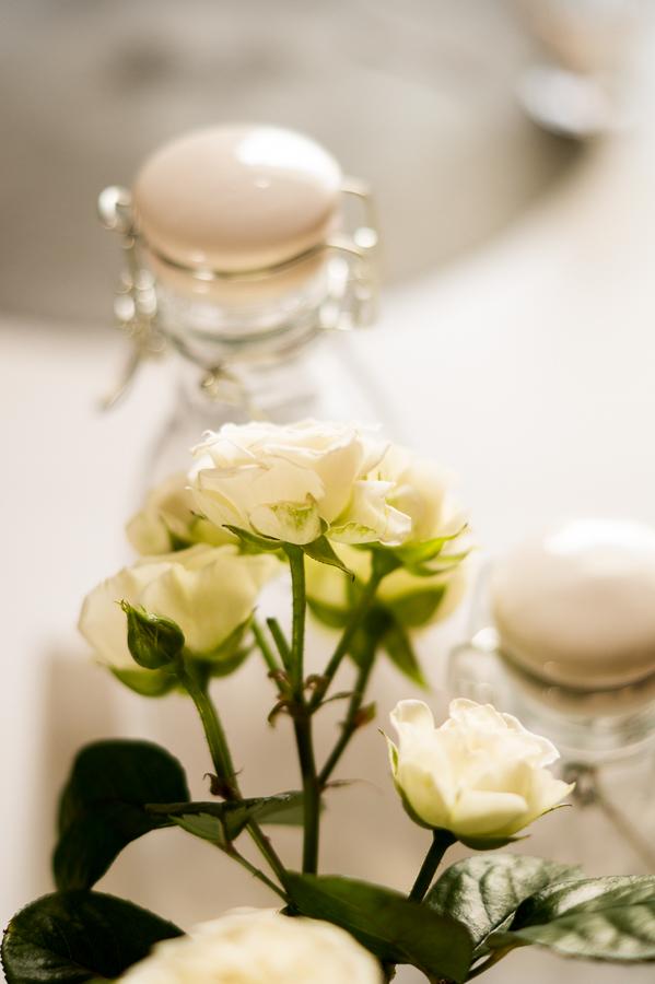 Blog + Fotografie by it's me! | fim.works | Blüten von weißne Teerosen