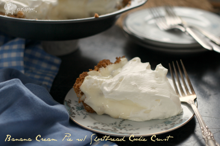 Banana Cream Pie with Shortbread Cookie Crust #fridaypieday