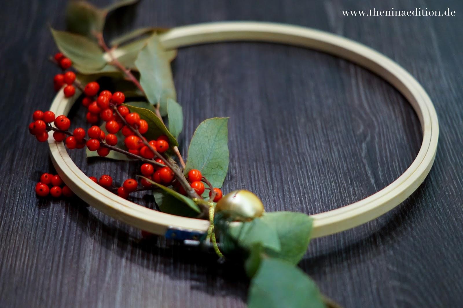 Weihnachtskranz aus Stickrahmen