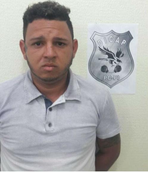 Cantor de swingueira é preso suspeito de assalto em Teresina