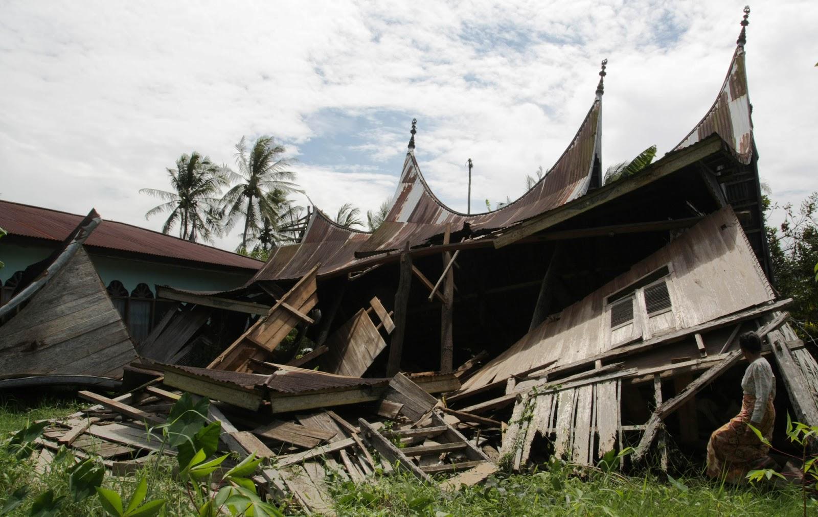Maman Romansa Rumah Gadang Minangkabau