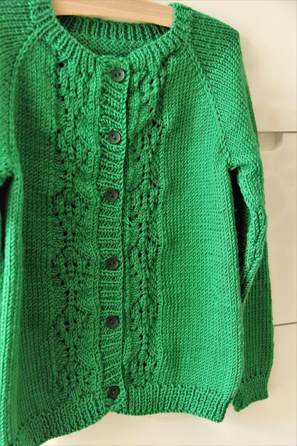 Studio Mojo, breien, vestje, knitting, kinderkleding, kindervestje, Scheepjes Softfun,