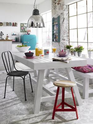 Cadeiras diferentes na mesma mesa...Ahh?