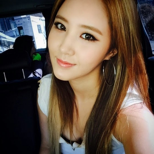 Girls Generation S Yuri Promotes New Song With A Pretty Selfie