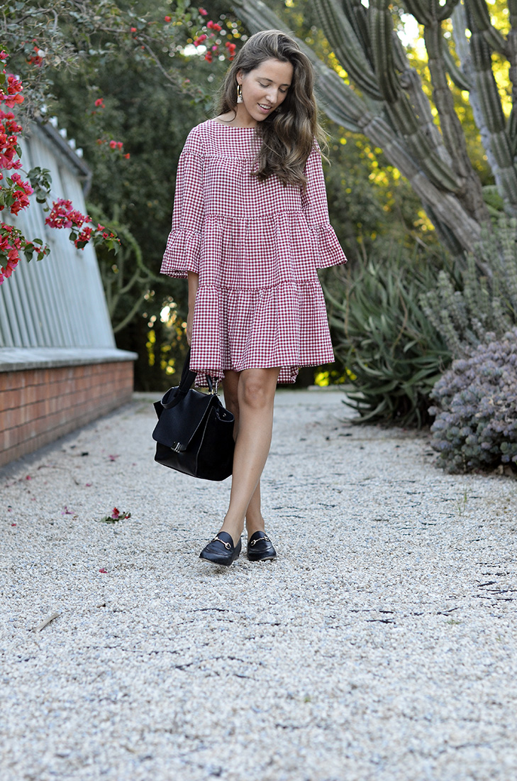 Streetstyle - Summer look wearing gingham Zara dress and céline trapeze black bag