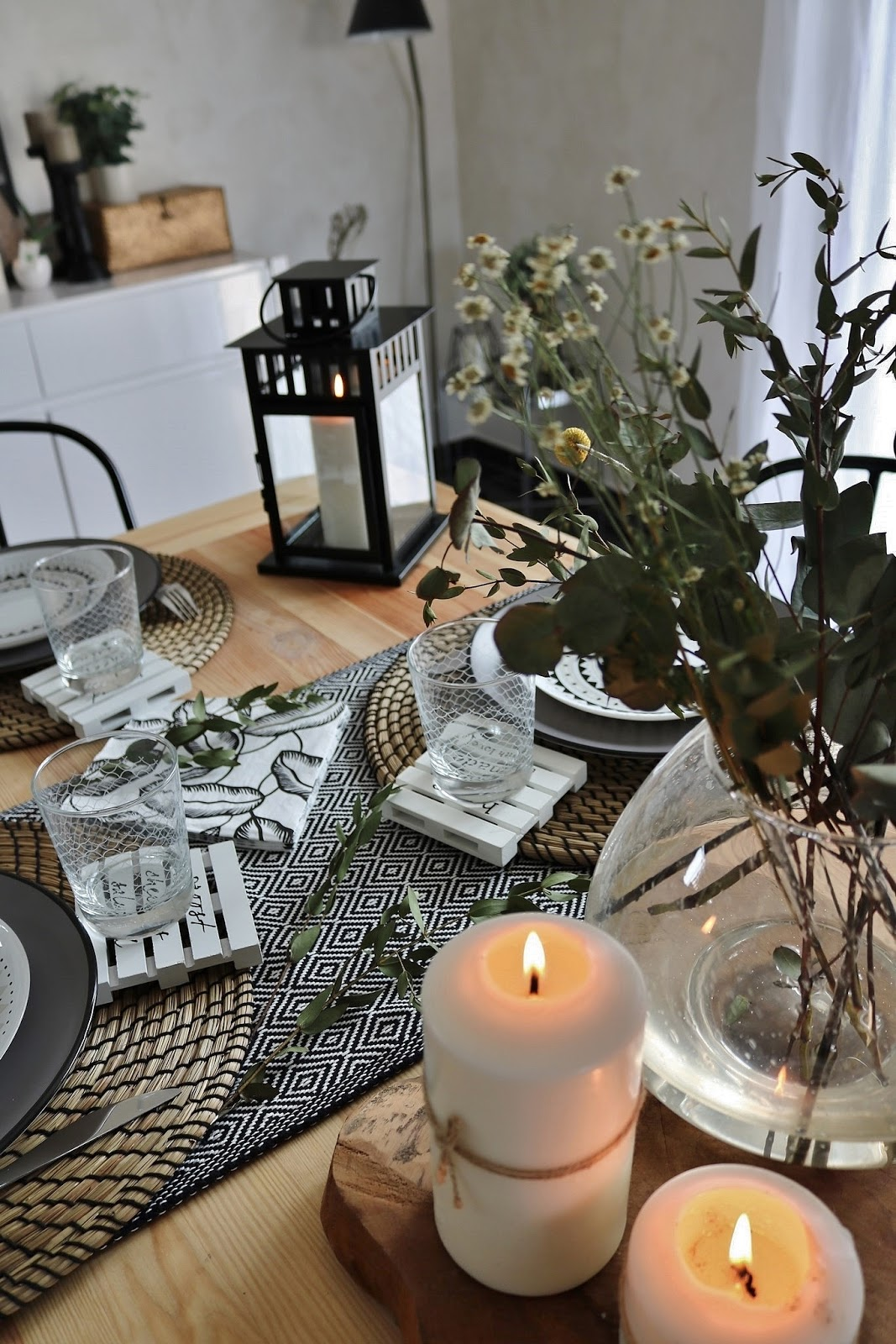 pauline-dress-blog-mode-deco-lifestyle-table-printemps-decoration-eucalyptus-tendance-2018-chemins-de-table-lanterne-boho-chic-boheme-vert-nature-plantes-besancon-fille