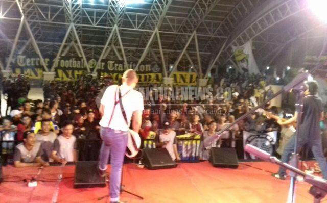 gresik24jam.net - Gelora Ultras Mania Gresik Tetap Terjaga Meski Klub Kebanggaan Mereka Loyo