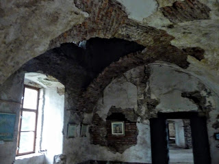 Замок Сент-Миклош. Архитекторы предлагают разные варианты реставрации замка, но на все проекты нужны средства