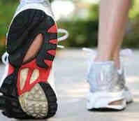 Mengecilkan perut dengan Jalan kaki cepat