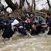 ΣΥΝΤΑΡΑΚΤΙΚΕΣ ΣΚΗΝΕΣ: Μαζική έξοδος των προσφύγων από την Ειδομένη προς τα Σκόπια...