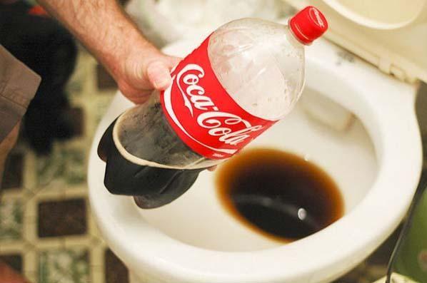 Bufala online: il falso invito a non consumare Coca Cola