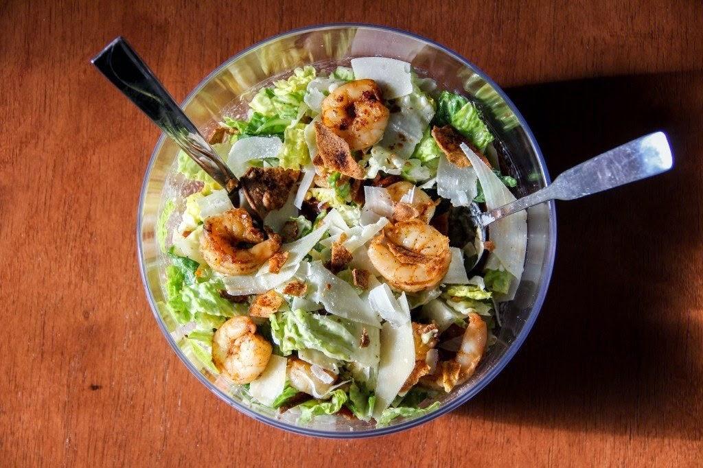 как приготовить салат цезарь с креветками дома с фото