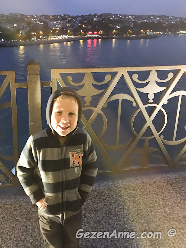 Kız Kulesi seyir terasında çok mutlu oğlum