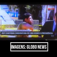"""VÍDEO – Homem esbarra em repórter ao vivo e grita """"Globo golpista"""""""