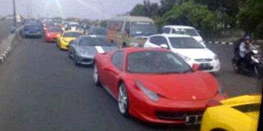 Warga Bandung Kesal Rombongan Ferrari Bikin Macet