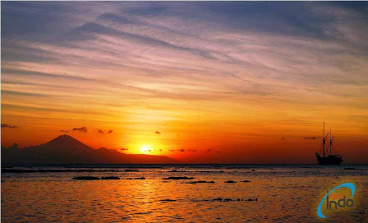 The Beauty of Sunset in Senggigi Beach Lombok