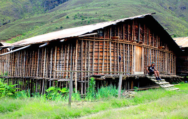 Rumah Mod Aki Aksa, Rumah Adat Provinsi Papua Barat